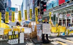 HONG KONG, NOV 22: Los manifestantes ocupan en el camino en Mong Kok Fotos de archivo libres de regalías
