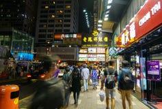 Hong Kong, Nov - 4, 2016: Ludzie chodzi na ulicach przy Tsim S Obraz Royalty Free