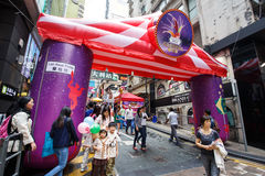 HONG KONG - NOVEMBER 26 2013: The busy LKF (Lan Kwai Fong Festiv Royalty Free Stock Photos