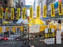 HONG KONG, NOVEMBRE 22: Il blocco stradale è installato per impedire la polizia a cond Immagine Stock Libera da Diritti
