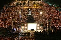 HONG KONG, O 4 DE JUNHO: Os povos juntam-se aos memoriais para o Tiananmen S Fotografia de Stock Royalty Free