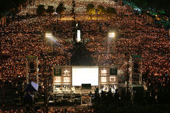 HONG KONG, O 4 DE JUNHO: Os povos juntam-se aos memoriais para o Tiananmen S Fotografia de Stock