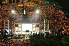 HONG KONG, O 4 DE JUNHO: Os povos juntam-se aos memoriais para o Tiananmen S Foto de Stock Royalty Free