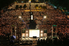 HONG KONG, O 4 DE JUNHO: Os povos juntam-se aos memoriais para o Tiananmen S Imagem de Stock