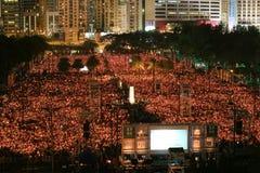 HONG KONG, O 4 DE JUNHO: Os povos juntam-se aos memoriais para o Tiananmen S Foto de Stock