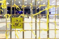 HONG KONG - 5. OKTOBER: Gelbes Band gebunden am Tor des Hong Kong-Legislativrats bei Admiralität, Hong Kong Stockfoto