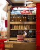 Hong Kong- Oktober 7, 2016: Inre av en kantin för traditionell kines eller kafét med något mjölkar flaskor i en kyl med det glass Royaltyfria Bilder