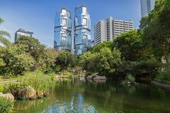 Hong Kong Park en wolkenkrabbers in Hong Kong Royalty-vrije Stock Afbeeldingen