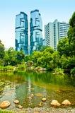 Hong Kong Park som förbises av skyskrapor Royaltyfri Fotografi