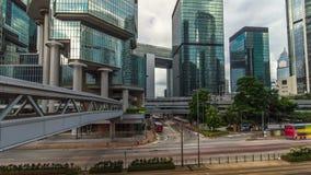 Hong Kong planskild korsning i central timelapsehyperlapse Lokaler och turister använder planskilda korsningar för att korsa i st arkivfilmer