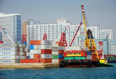 Hong Kong: Porta de transporte do recipiente de Cosco fotos de stock royalty free