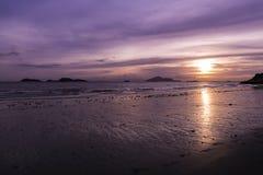 Hong Kong & x27; s strand in zonsondergang in Lung Kwu Tan Royalty-vrije Stock Foto's