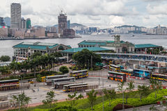 Hong Kong, SAR China - circa Juli 2015: Centraal Veerbootpijler en Hong Kong Maritime Museum royalty-vrije stock afbeelding