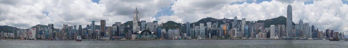 Hong Kong, SAR Chiny około Lipiec 2015 -: Linia horyzontu Hong Kong śródmieście przez Wiktoria schronienie Fotografia Royalty Free