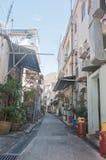 HONG KONG, HONG KONG SAR - 18. NOVEMBER 2018: Lange tiefe Gasse im lokalen Fischerdorf Hong Kong Tais O am sonnigen Nachmittag stockbilder