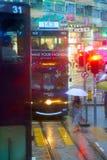 HONG KONG - 4 september, 2017: Dubbele dektram in vroege eveni stock foto