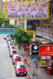 Hong Kong - September 22, 2016: Röd taxi på vägen, Hong Kong ', arkivfoton
