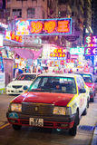 Hong Kong - September 22, 2016: Rode taxi op de weg, Hong Kong ' Stock Afbeeldingen