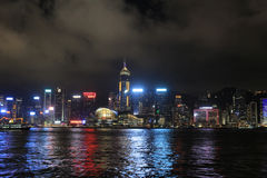 Hong Kong Skylight przy półmroku krajobrazem symfonia Lekki Citys Zdjęcie Royalty Free