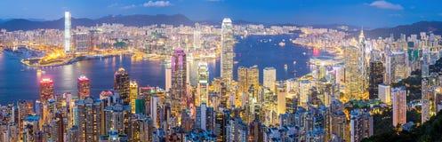Hong Kong Skyline en el panorama de la oscuridad Imagen de archivo libre de regalías