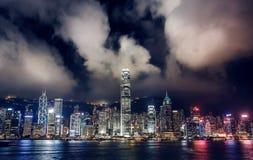 Hong Kong Skyscrapers com luzes imagens de stock royalty free