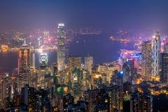 Hong Kong som är i stadens centrum den berömda cityscapesikten av Hong Kong horisont under skymningtid Royaltyfri Fotografi