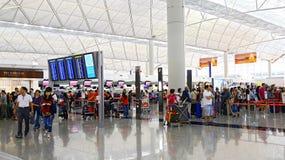 Hong Kong som den internationella flygplatsen kontrollerar kontrar in Royaltyfri Bild