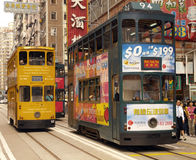 Hong Kong - spårvagnar i det Wanchi området royaltyfri fotografi
