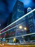 Hong Kong stads- trafik på natten Royaltyfria Bilder