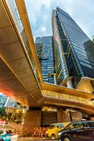 Hong Kong stads- vertikal cityscape med skyskrapor center cheungkong arkivfoton