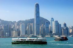 Hong Kong: Stadt-Skyline und Stern-Fähre Stockbild