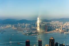 Hong Kong-Stadtansicht zu Kowloon von Victoria-Spitze lizenzfreie stockfotografie