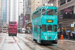 Hong Kong-Stadtbildansicht mit doppelstöckiger elektrischer Tram Lizenzfreies Stockfoto