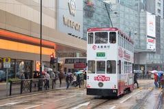 Hong Kong-Stadtbildansicht mit doppelstöckiger elektrischer Tram Lizenzfreie Stockfotografie