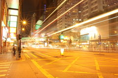 Hong Kong, Straße nachts - Tapete Lizenzfreie Stockbilder