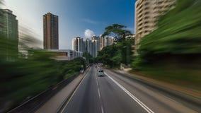Hong Kong-Straßen sehen timelapse vom offenen touristischen Bus während des Reisens Hong Kong-Insel an stock video footage