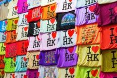 Hong Kong T-tröja på ett stånd på tempelgatan, Hong Kong Royaltyfri Fotografi