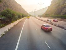 Hong Kong taxidrev på vägen Arkivfoton