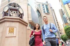 Hong Kong, times square droga na grobli zatoki ludzie wallking Obrazy Stock