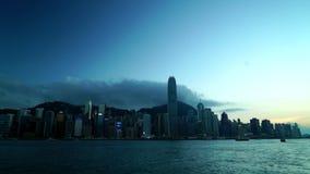 Hong Kong Victoria-baai van dag aan nacht stock footage