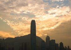 Hong Kong Victoria Harbor von Promenade Tsim Sha Tsui bei Sonnenuntergang Stockfotografie