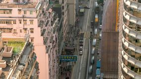 Hong Kong-Vogelperspektive zwischen Gebäuden stock footage