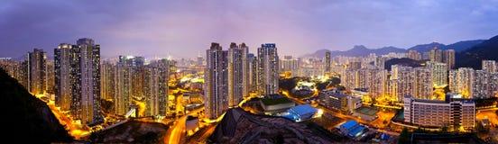 Hong Kong-Wohnungen nachts, unter Lion Rock Hill. stockfotografie