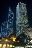 Hong Kong - Wolkenkratzer bis zum Nacht Stockfoto