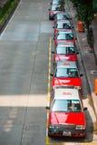 Hong Kong, Wrzesień - 22, 2016: Czerwony taxi na drodze, Hong Kong obrazy royalty free