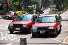 Hong Kong, Wrzesień - 22, 2016: Czerwony taxi na drodze, Hong Kong obraz stock