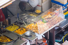 Hong Kong, Wrzesień - 22, 2016: różnorodny uliczny jedzenie w Hong Kong Obraz Royalty Free