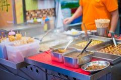 Hong Kong, Wrzesień - 22, 2016: różnorodny uliczny jedzenie w Hong Kong Fotografia Royalty Free