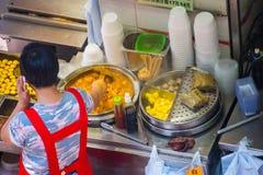 Hong Kong, Wrzesień - 22, 2016: różnorodny uliczny jedzenie w Hong Kong Zdjęcia Stock