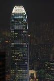 Hong- Konggebäude bis zum Nacht Lizenzfreies Stockfoto